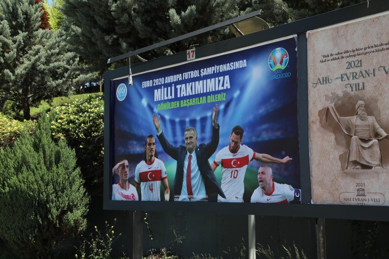 Kayseri Üniversitesi'nden Milli Takımımıza Billboardla Destek