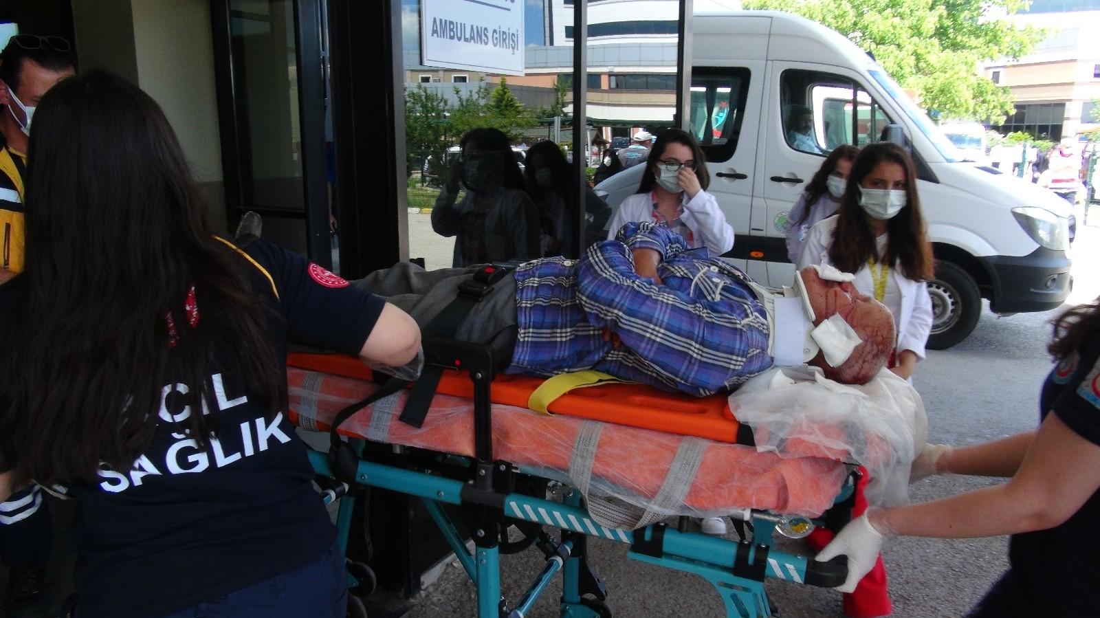 Ot biçme makinesinden düşen 67 yaşındaki adam ağır yaralandı