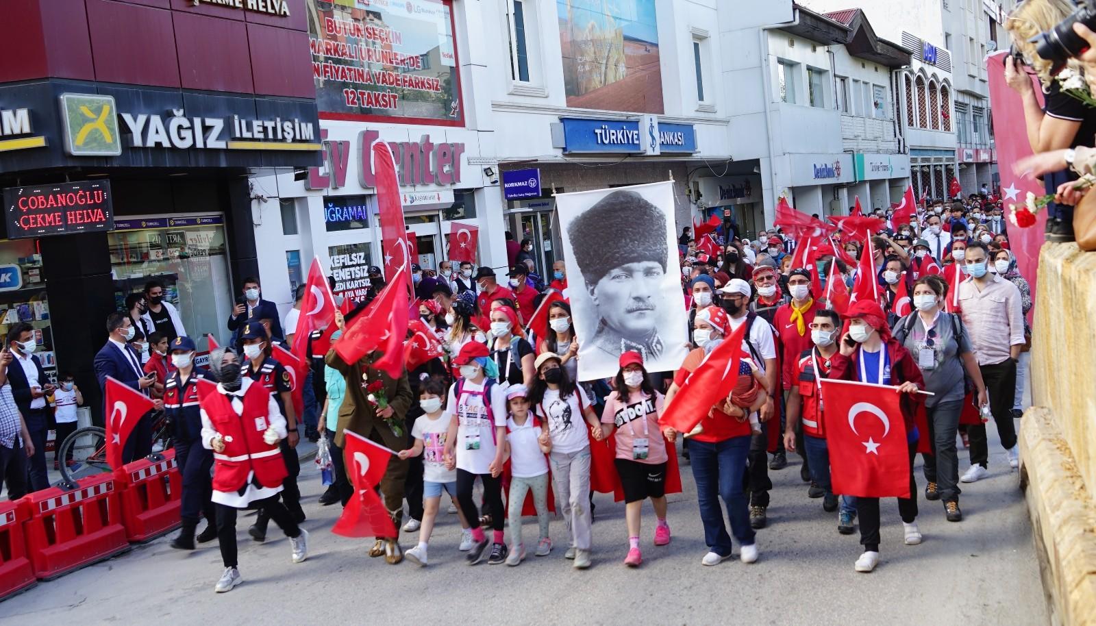 95 kilometrelik Atatürk ve İstiklal Yolu yürüyüşü son buldu