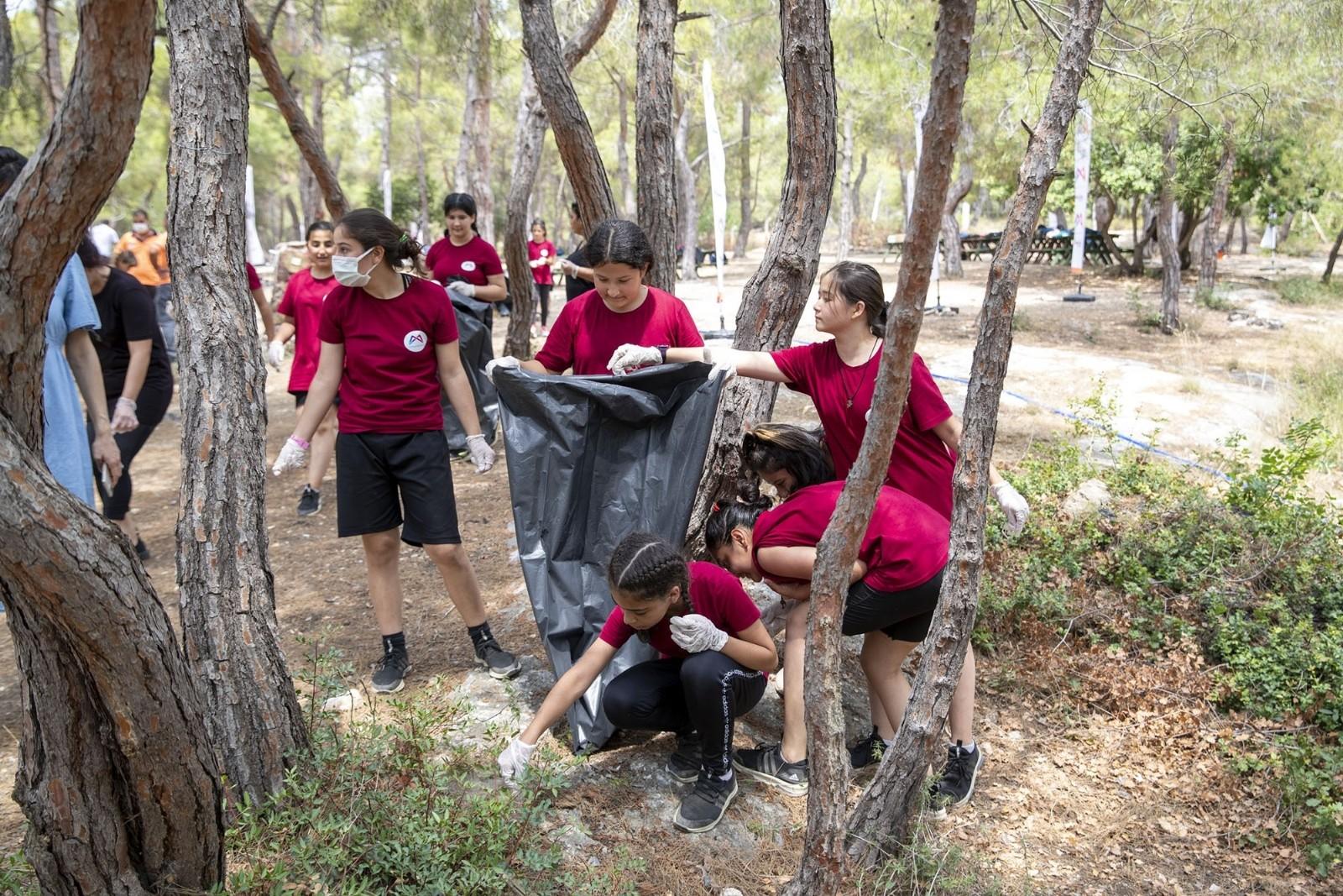 Kır Çiçekleri, Kuyuluk Tabiat Parkında çevre temizliği yaptı