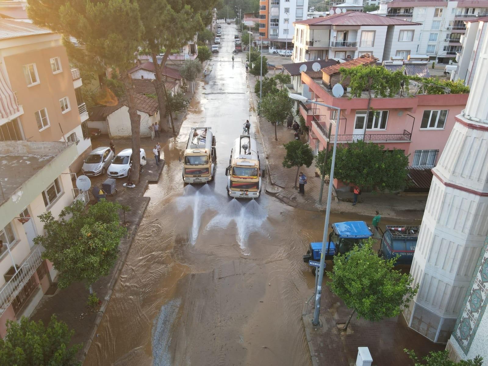 Selden zarar gören evler için Nazilli Belediyesi seferber oldu