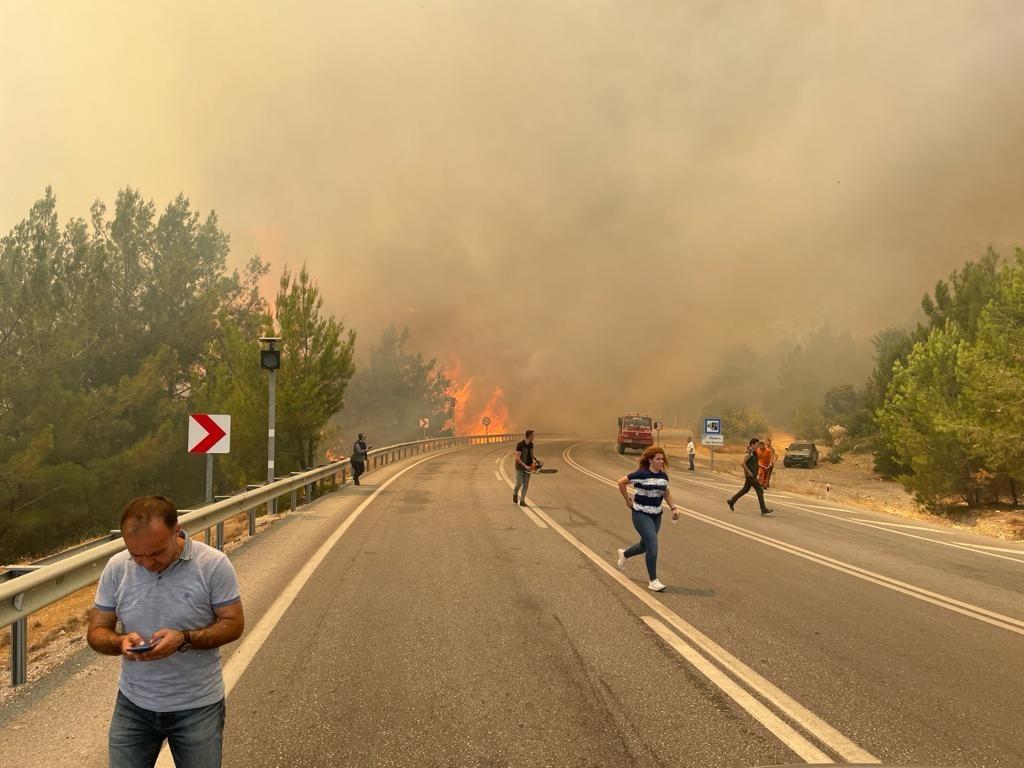 Manavgat-Konya yolu üzerinde orman yangını - Antalya Haberleri