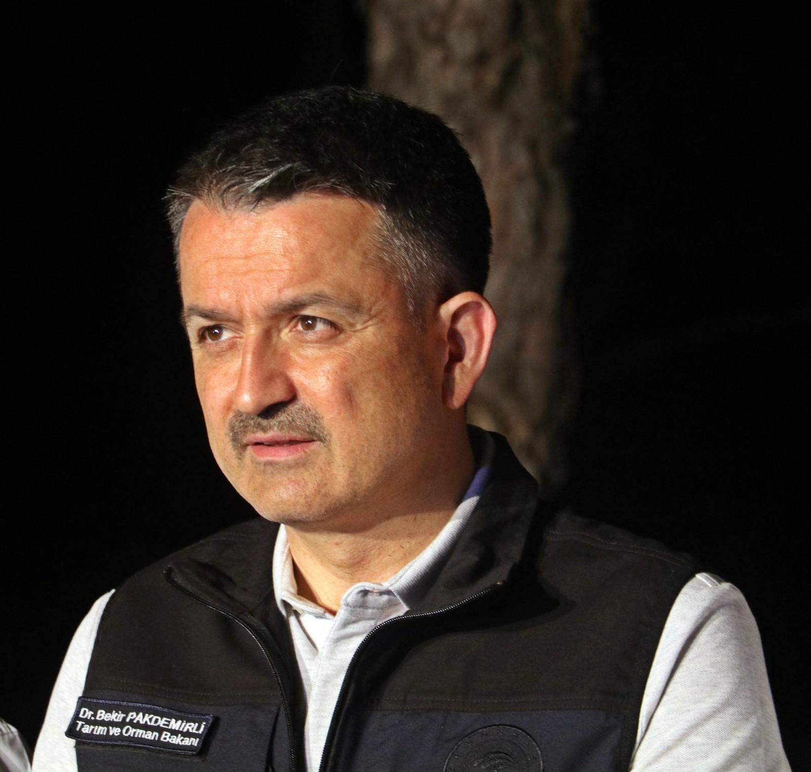 """Bakan Pakdemirli: """"Akşam saatlerinde 600 hektar kadar zarar tespit ettik ancak 3-4 misline çıkacağını görüyoruz"""""""