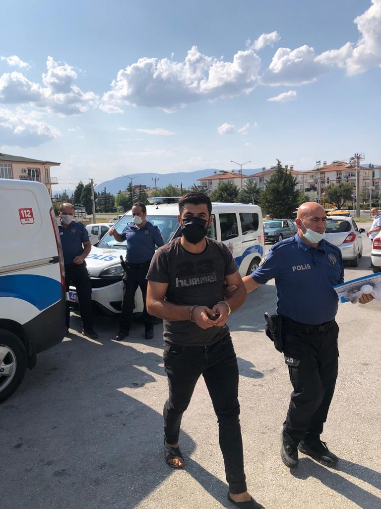 Burdur'da sağlık çalışanlarını darp eden şüpheli: Niye çekiyorsunuz, çok mu merak ediyorsunuz