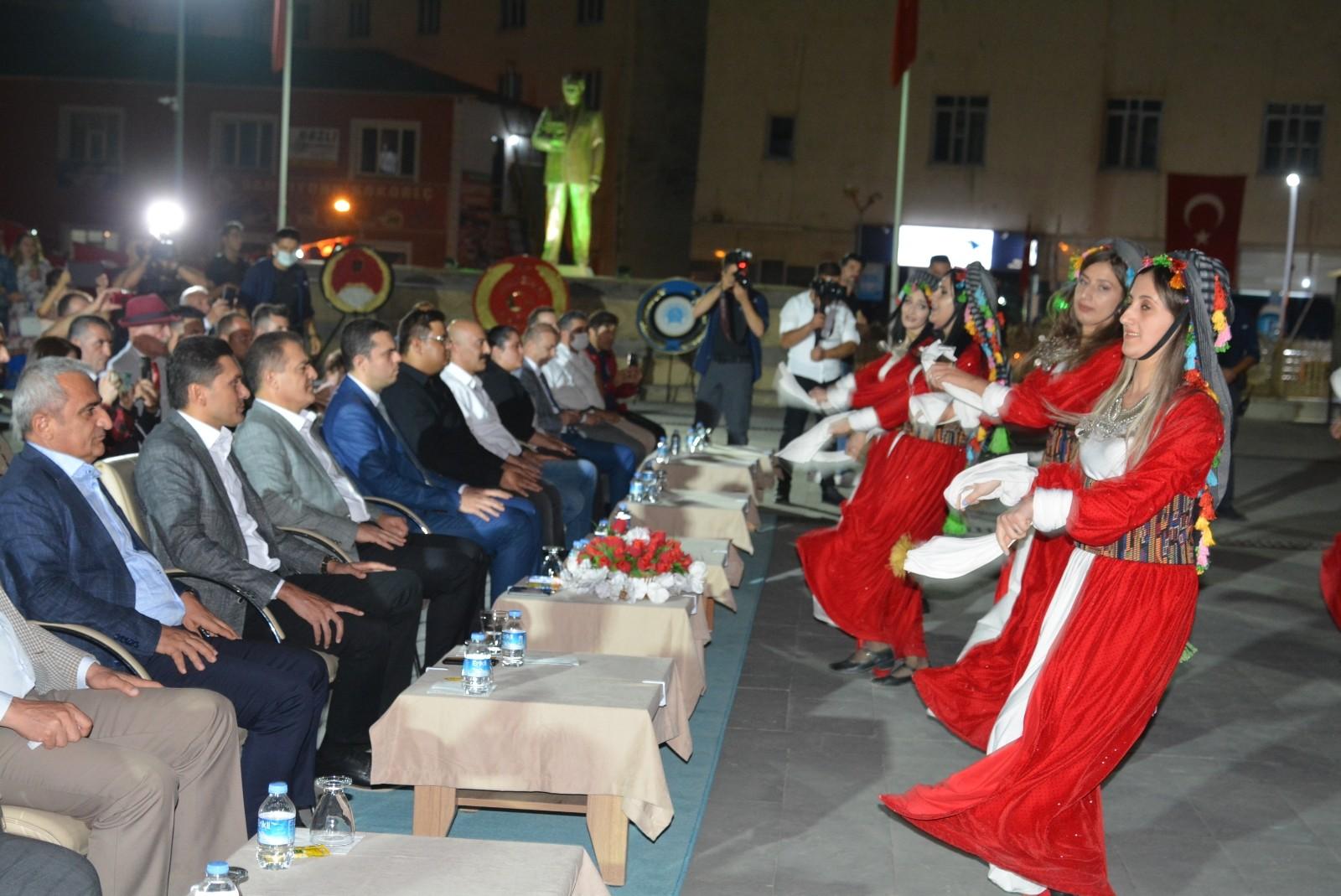 Sanatçı Ahmet Öngel'den Zafer Bayramı konseri