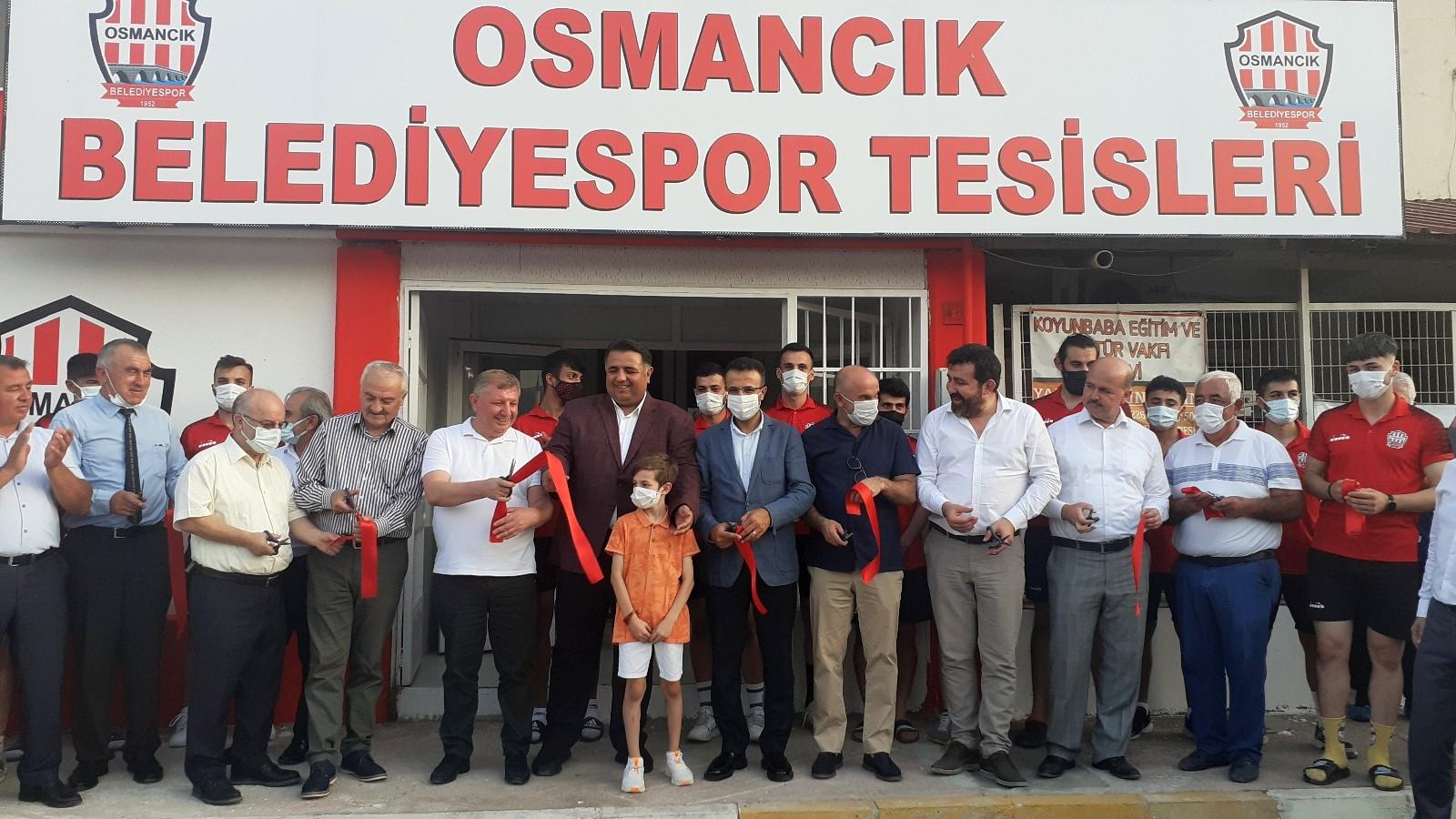 Osmancık'ta yapımı tamamlanan belediyespor sosyal tesisleri hizmete açıldı