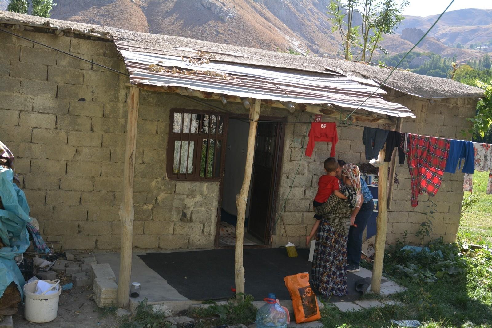 Türk Kızılayı Hakkari Şubesi 6 nüfuslu aileye yardım eli uzattı