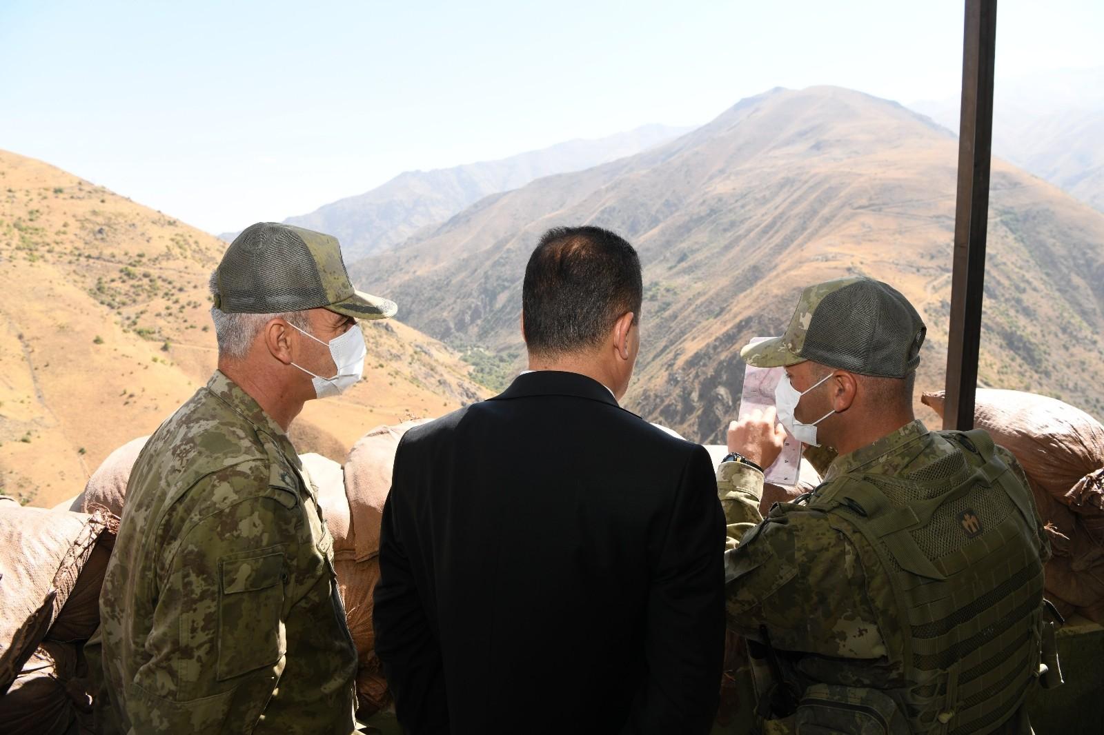 Vali Akbıyık sınır hatlarını ziyaret etti