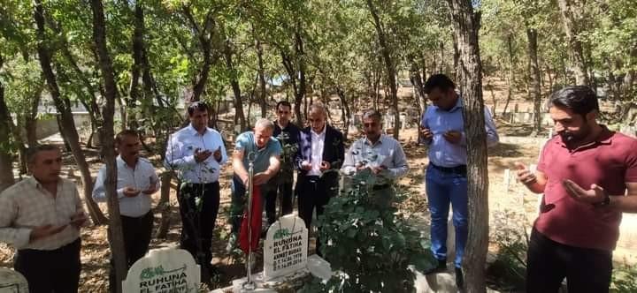 AK Parti Şemdinli ilçe teşkilatı, Ahmet Budak'ı mezarı başında andı