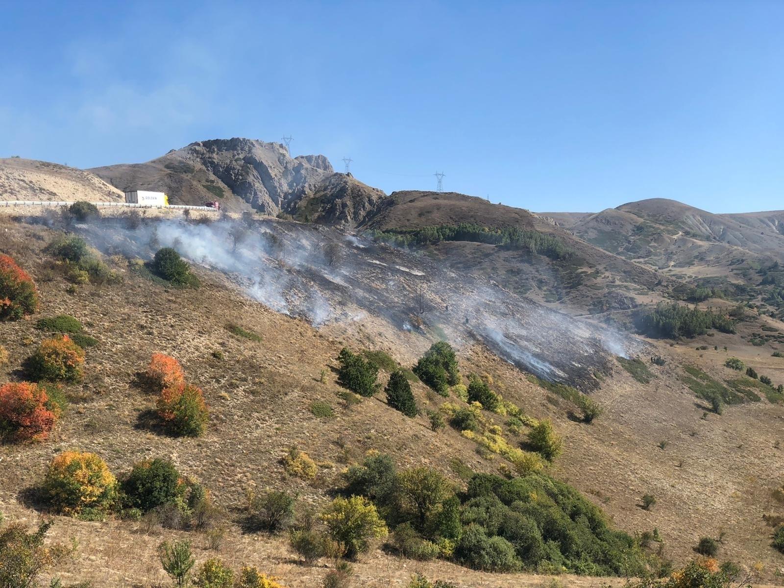 Kop Dağı'nda çıkan örtü yangını kontrol altına alındı #bayburt
