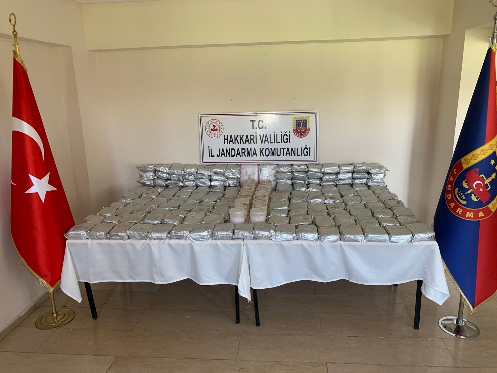 MİT ve jandarmanın ortak operasyonunda 189 kilo uyuşturucu ele geçirildi #hakkari