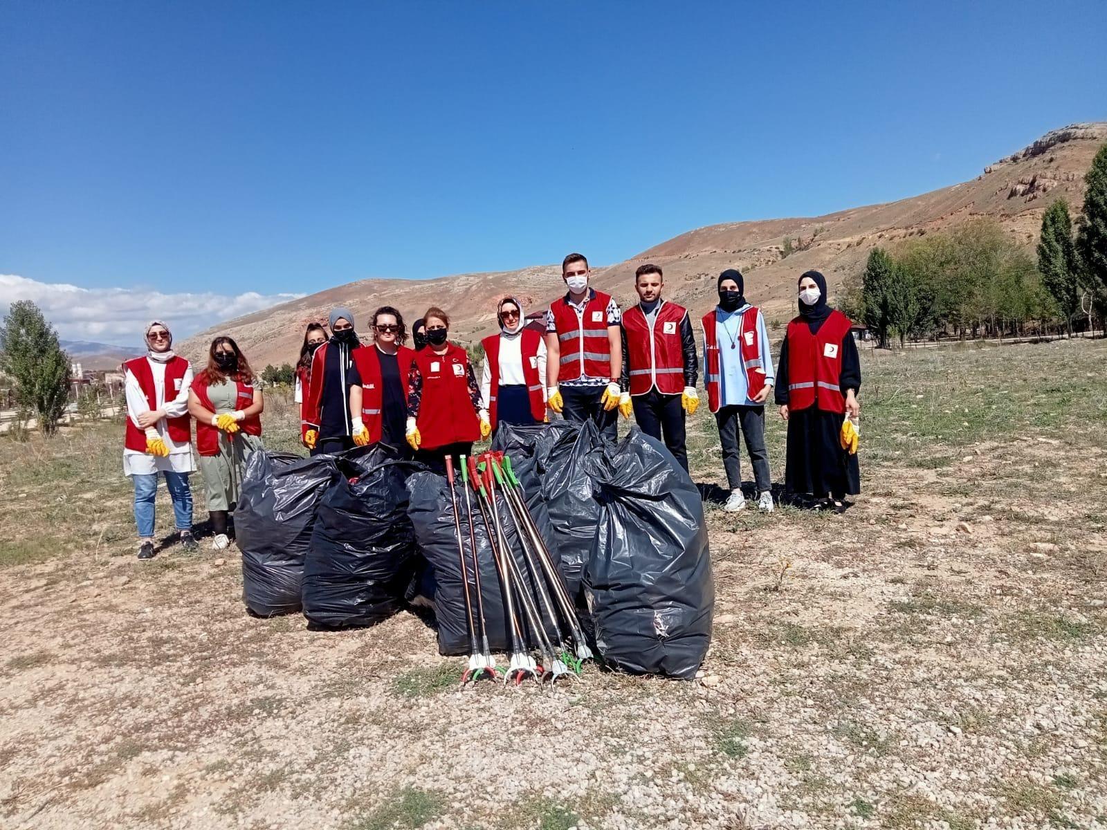 Bayburt'ta Dünya Temizlik Günü'nde ormanlık ve piknik alanında temizlik yapıldı
