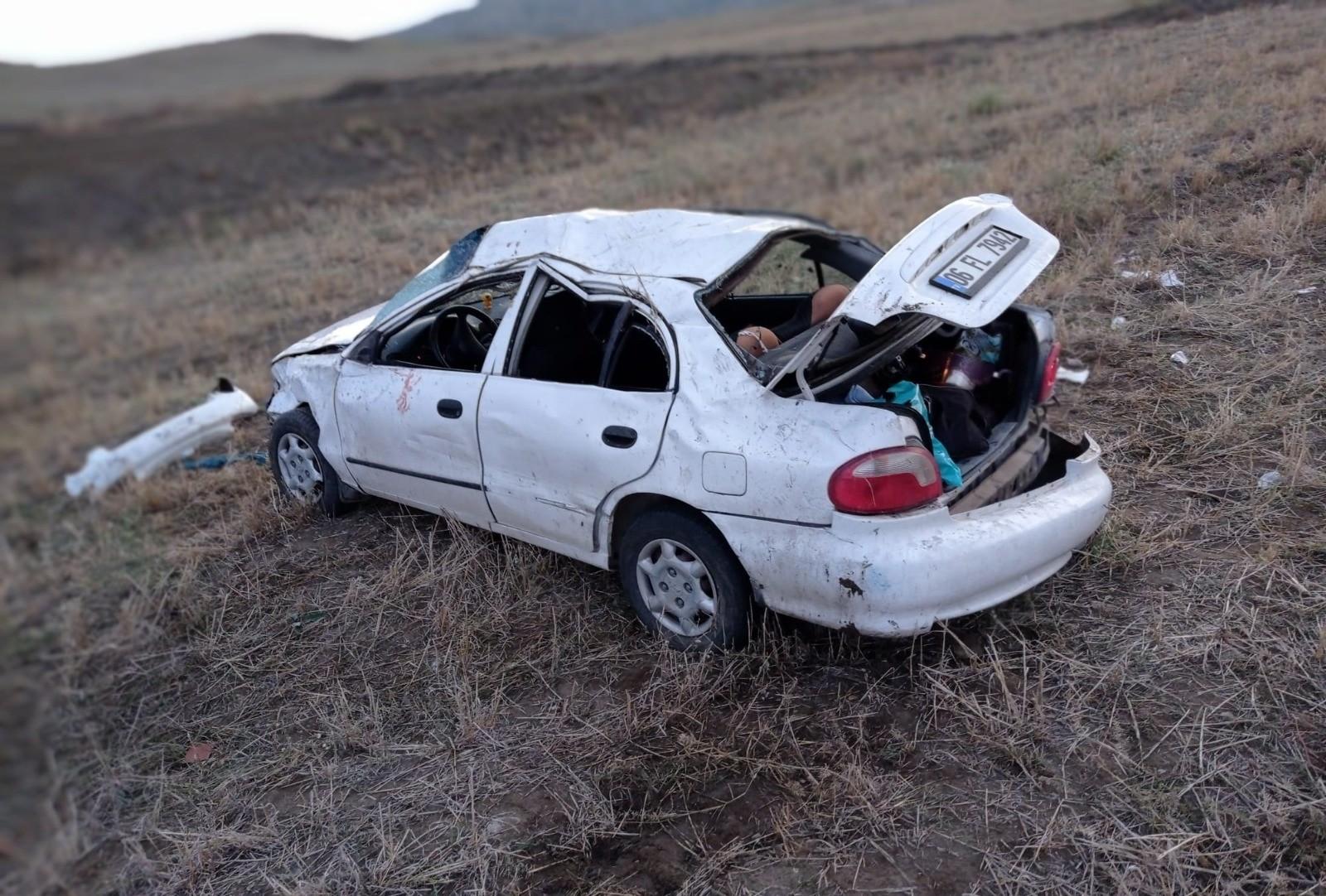 Kontrolden çıkan otomobil devrildi: 2'si ağır 5 yaralı #corum