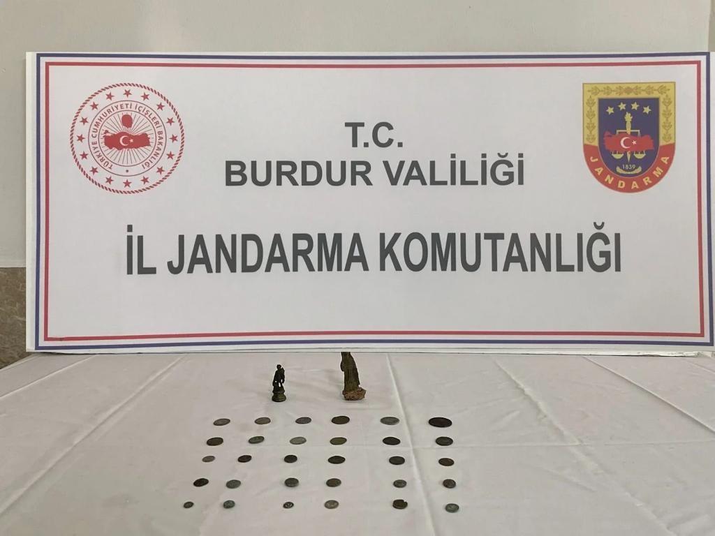 Burdur'da Roma dönemine ait sikke ve insan figürlü heykel ele geçirildi #burdur