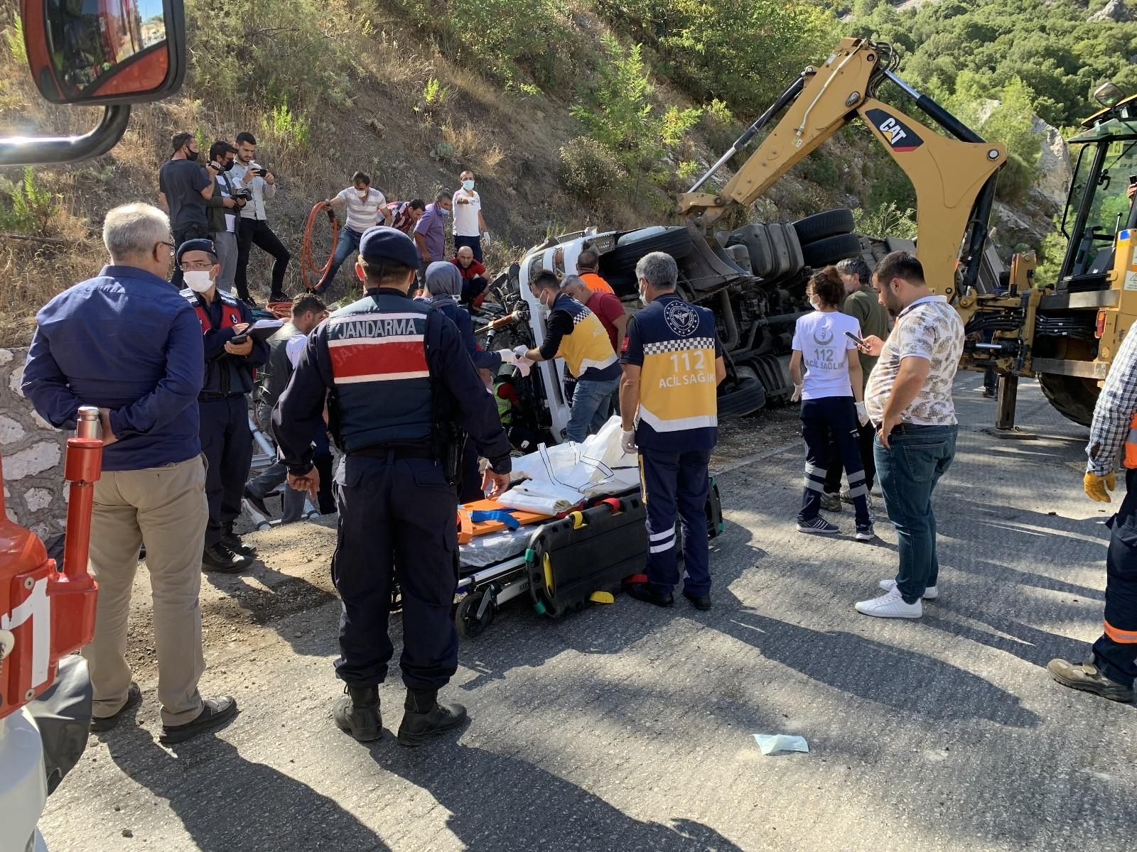 Isparta-Antalya yolunda can pazarı: 2 ölü, 1 ağır yaralı #burdur