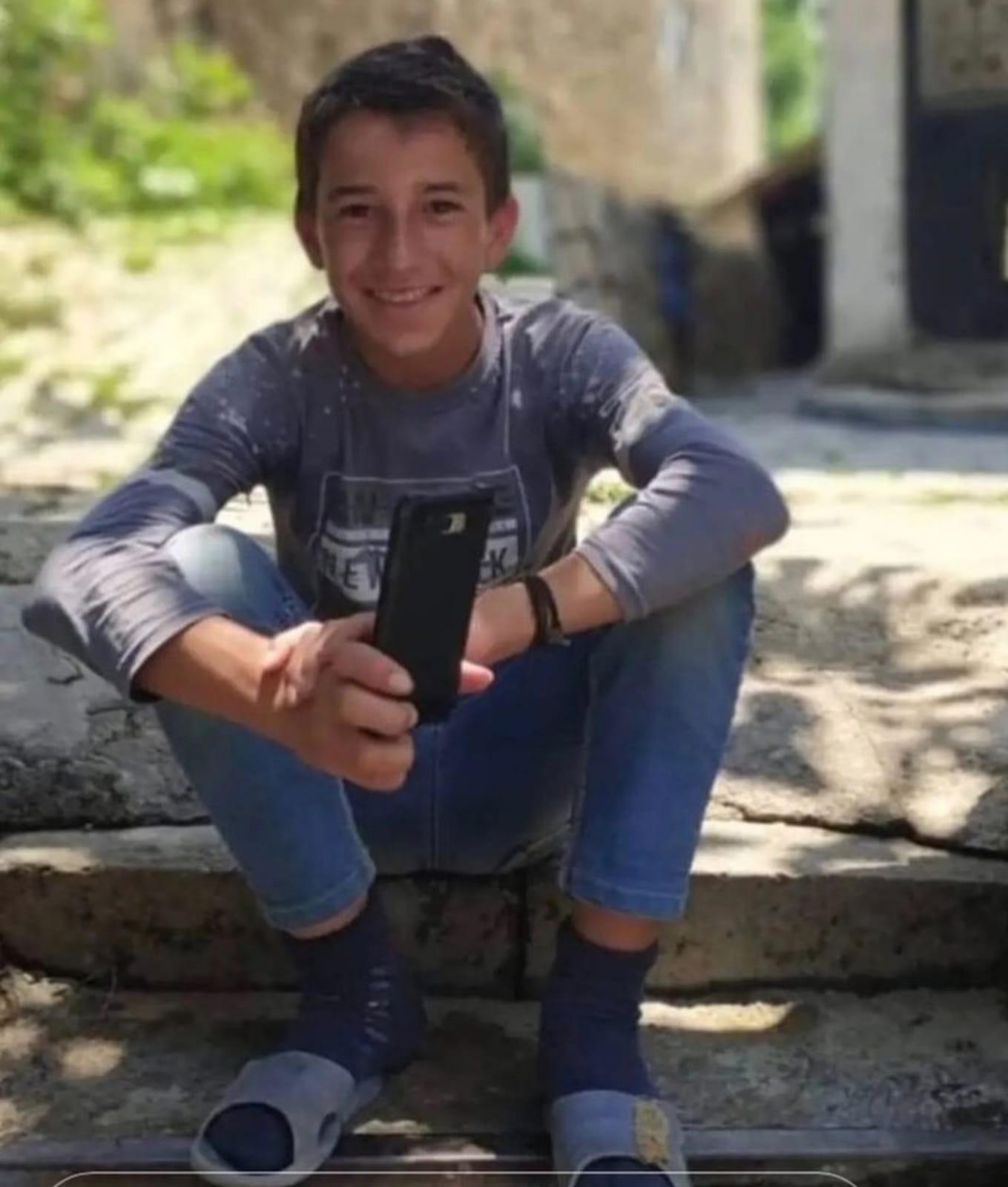Ceviz ağacından düşen çocuk öldü #hakkari