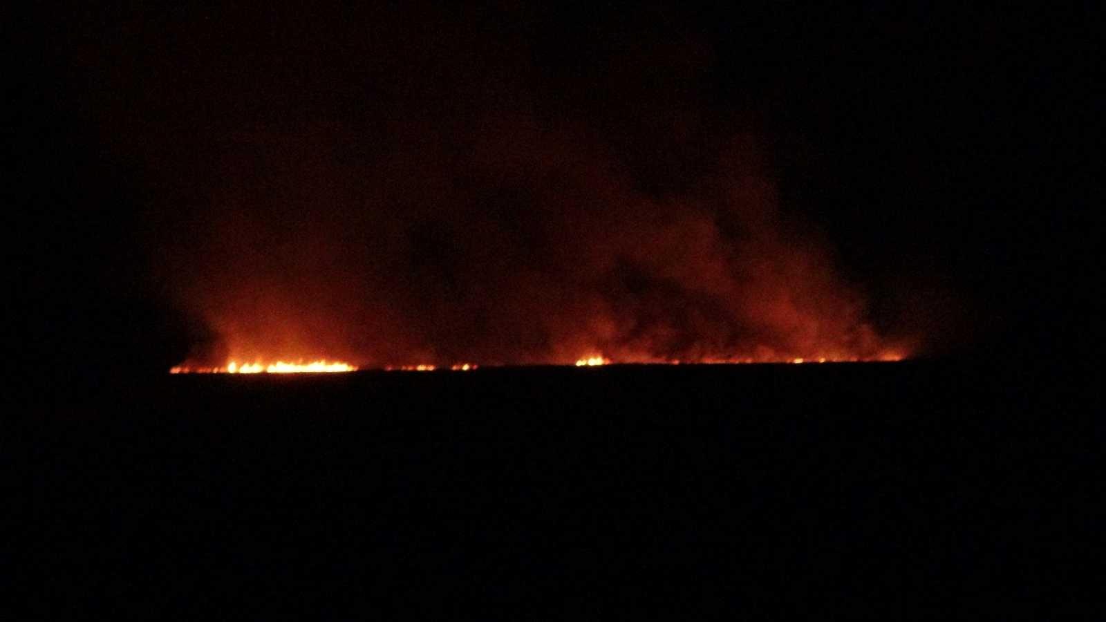 Yüksekova'daki sazlık yangınına müdahale sürüyor #hakkari