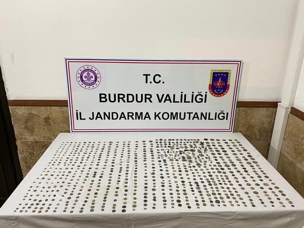 Burdur'da Roma Dönemi'ne ait 793 parça tarihi eser ele geçirildi #burdur