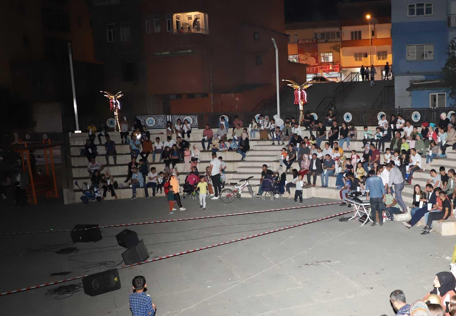 Hakkarili vatandaşlara Aslan Kral filmi izletildi #hakkari