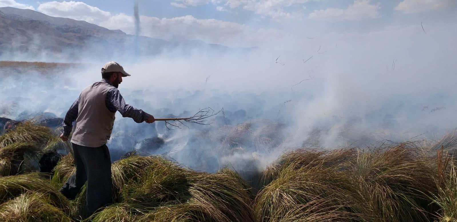 Yüksekova'nın kuş cenneti alev alev yanmaya devam ediyor #hakkari