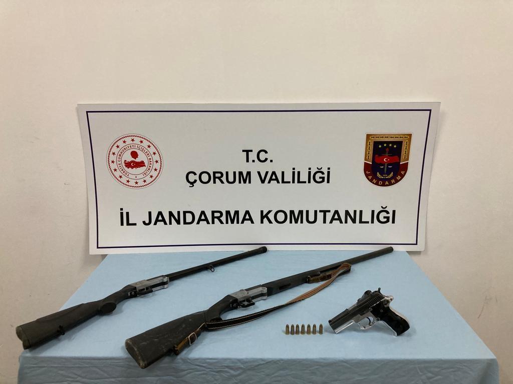 Jandarma'dan ruhsatsız silah operasyonu #corum