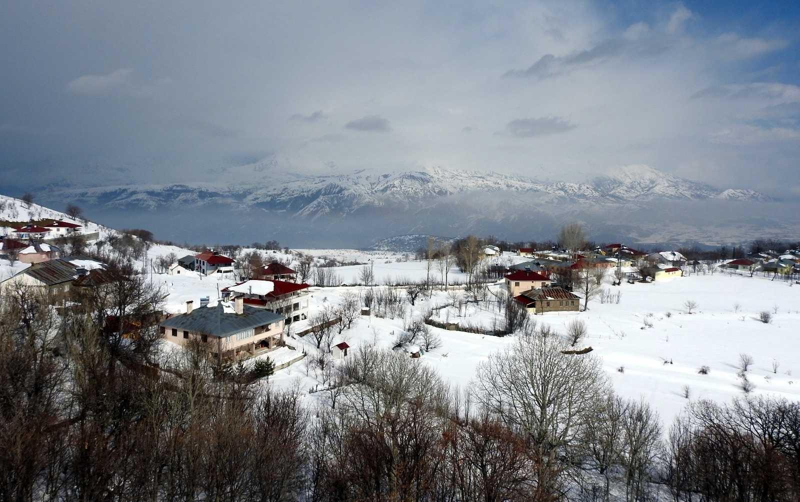 Bayburt'un yüksek kesimlerinde kar yağışı etkili oldu #bayburt