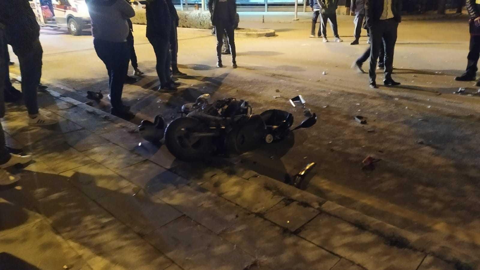 Motosiklete çarpan sürücü olay yerinden kaçtı: 1 yaralı #corum