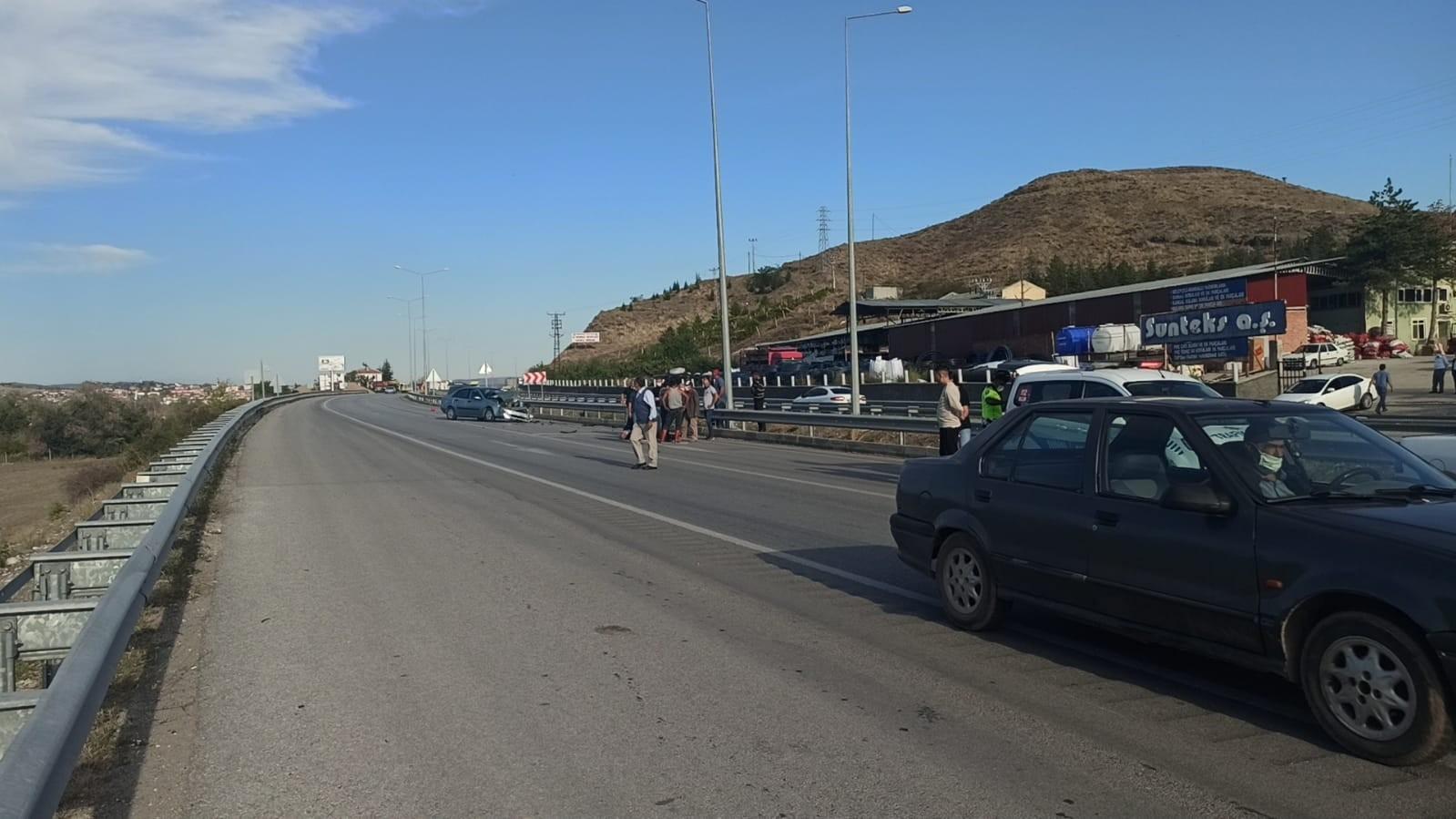 Otomobil ile traktör çarpıştı: 3 yaralı #corum