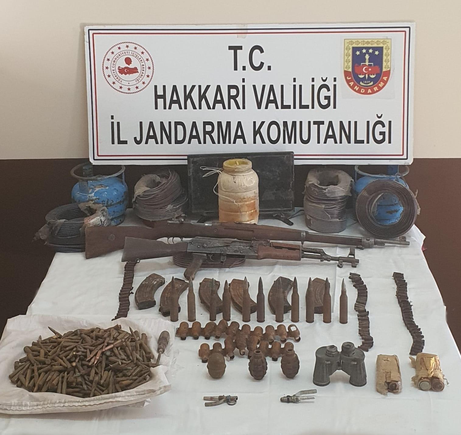 Mağarada silah ve mühimmat ele geçirildi #hakkari