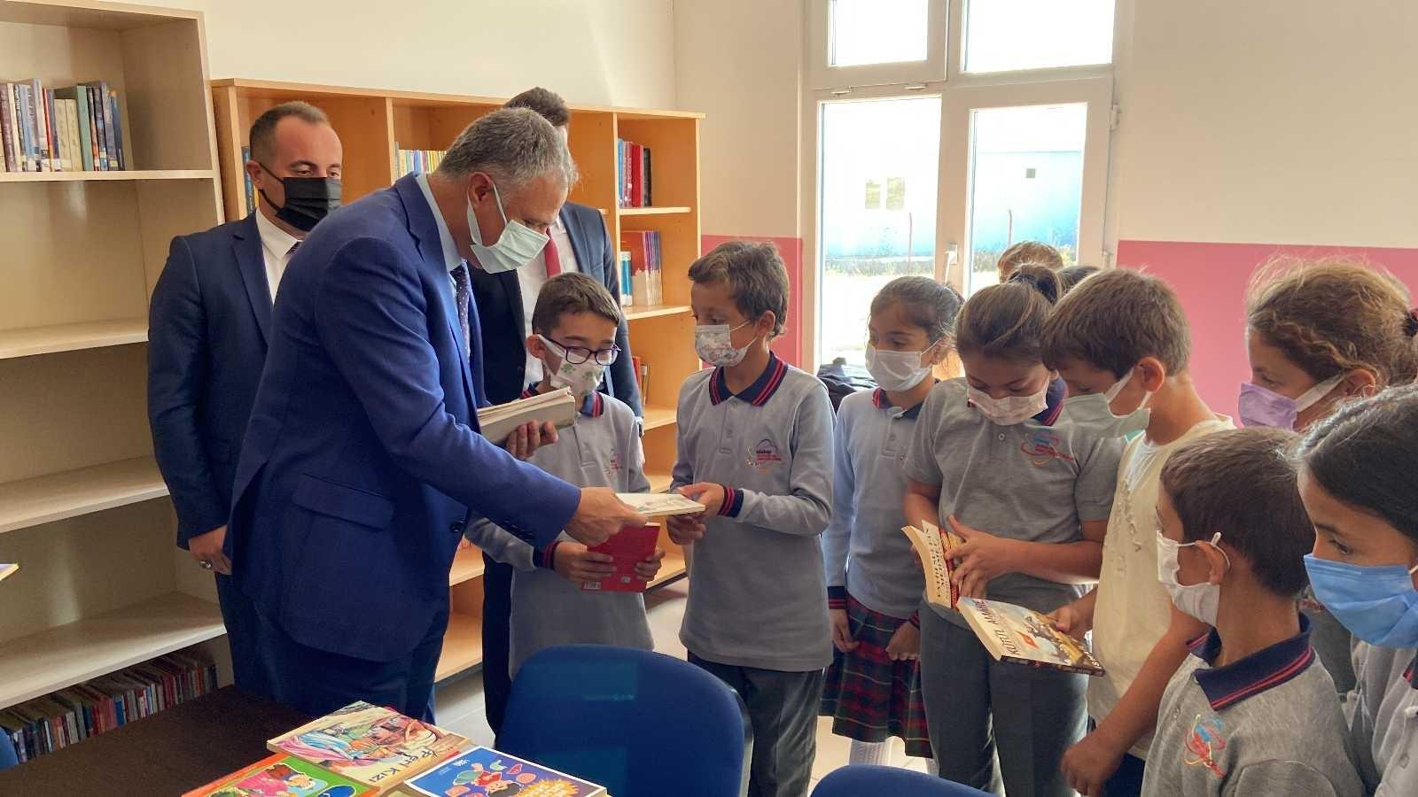 Köy okulunda öğrencilere kitap hediye edildi #bayburt