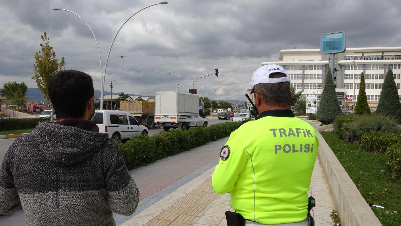 Kırmızı ışıkta geçti, 314 TL cezayı duyunca indirim istedi #corum