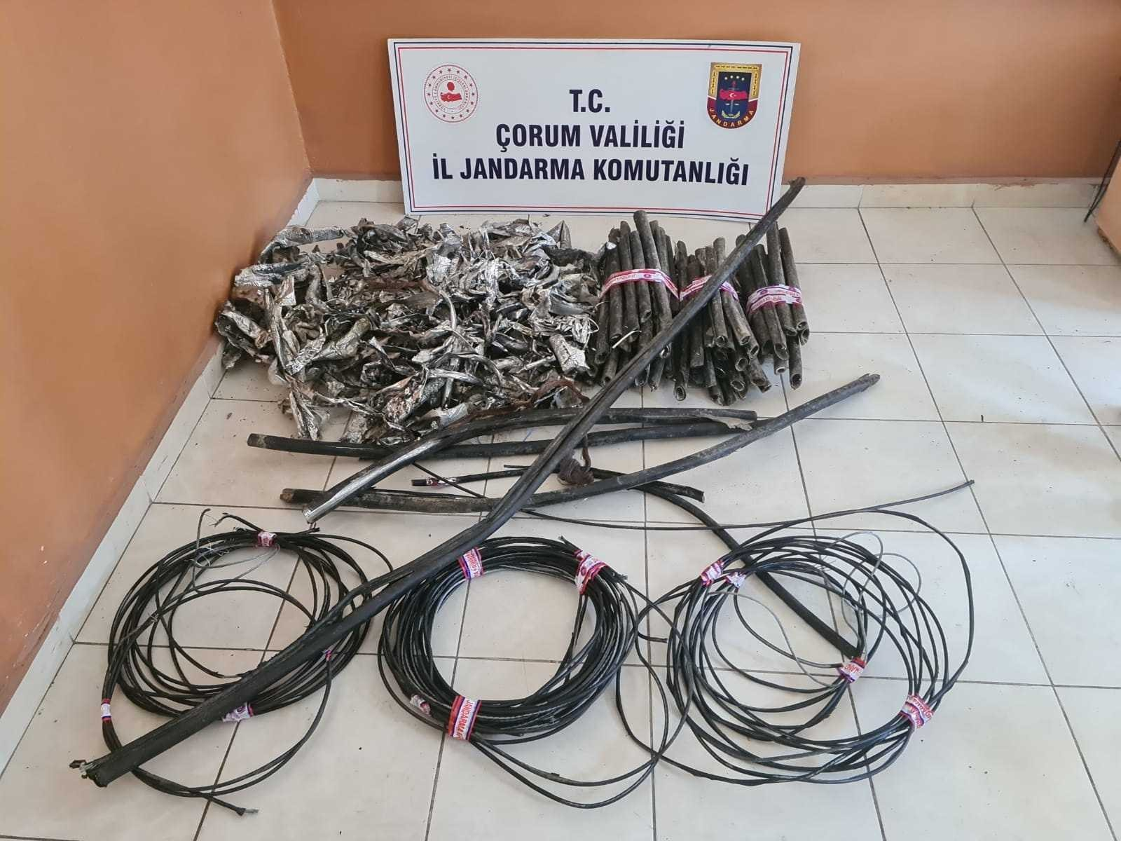 Jandarma'dan kablo hırsızlarına suçüstü #corum