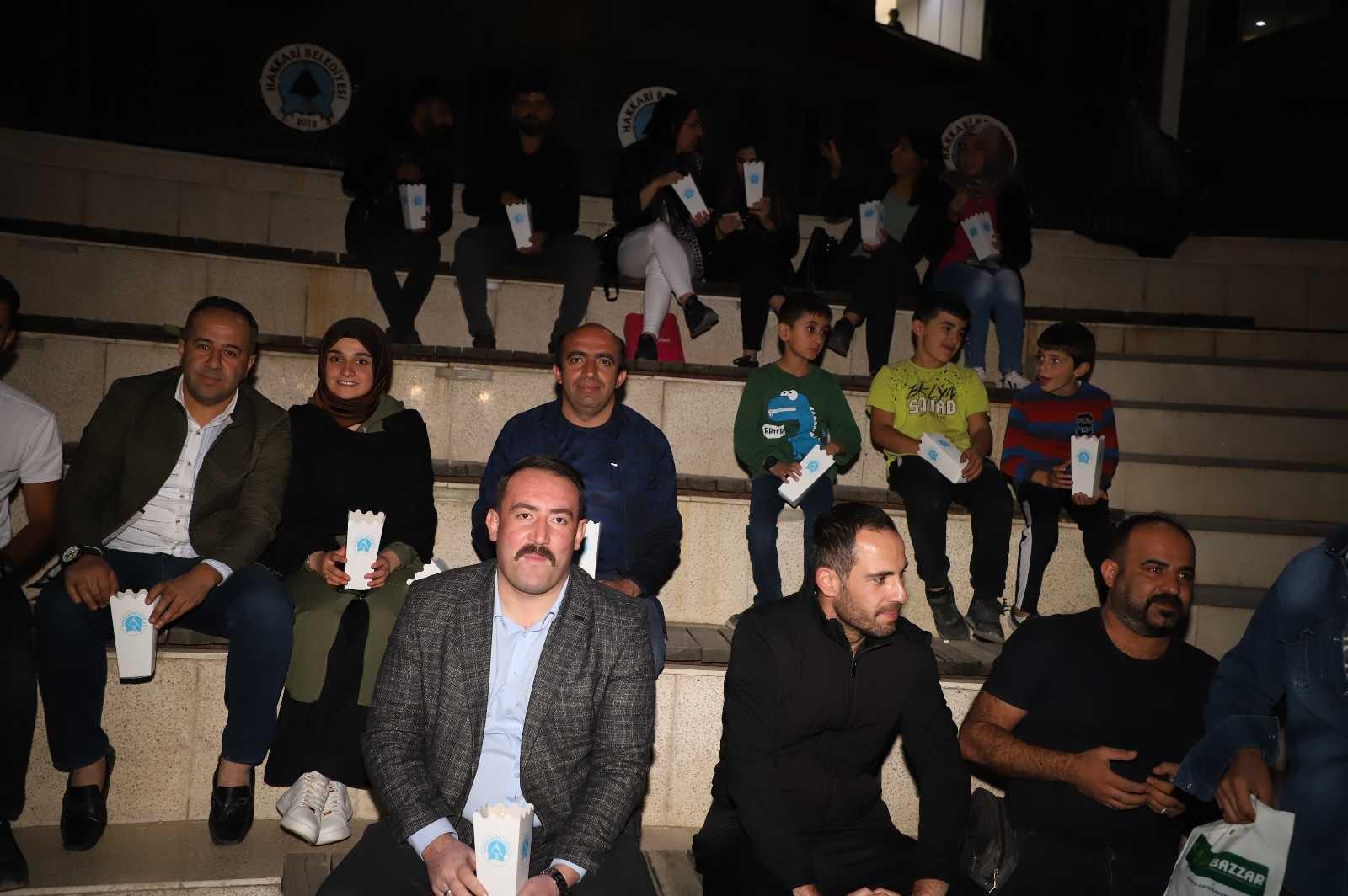 Belediyenin açık hava sineması final yaptı #hakkari