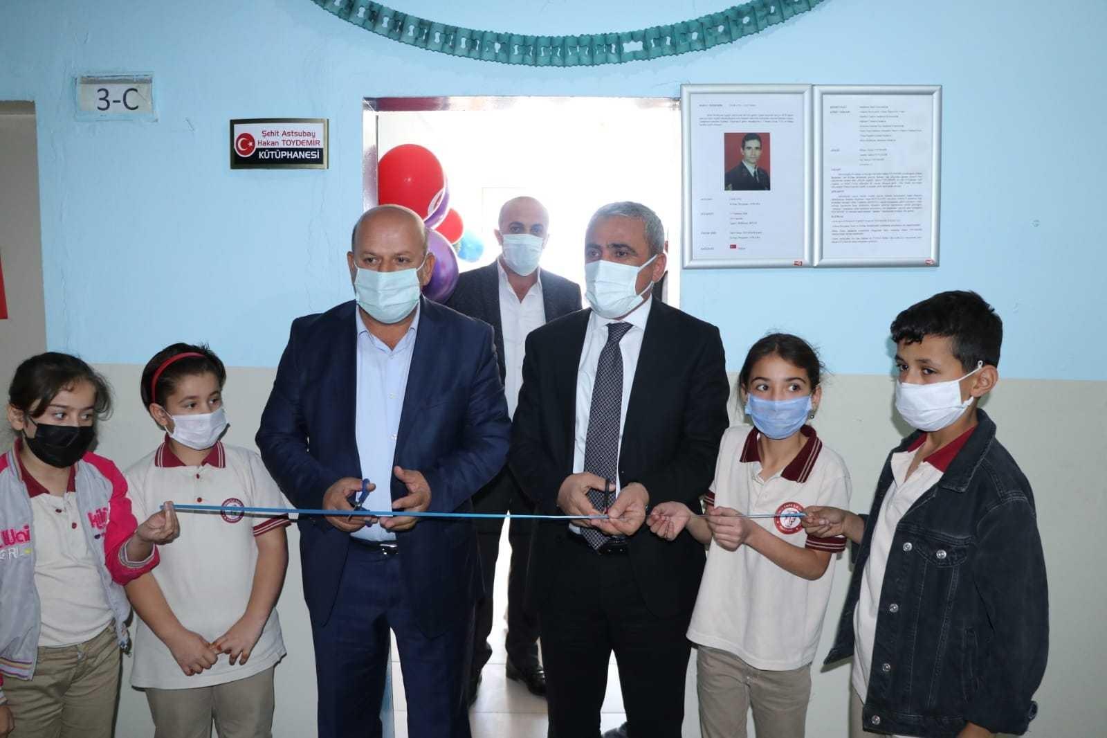Şehit Hakan Toydemir'in ismi kütüphaneye verildi #hakkari