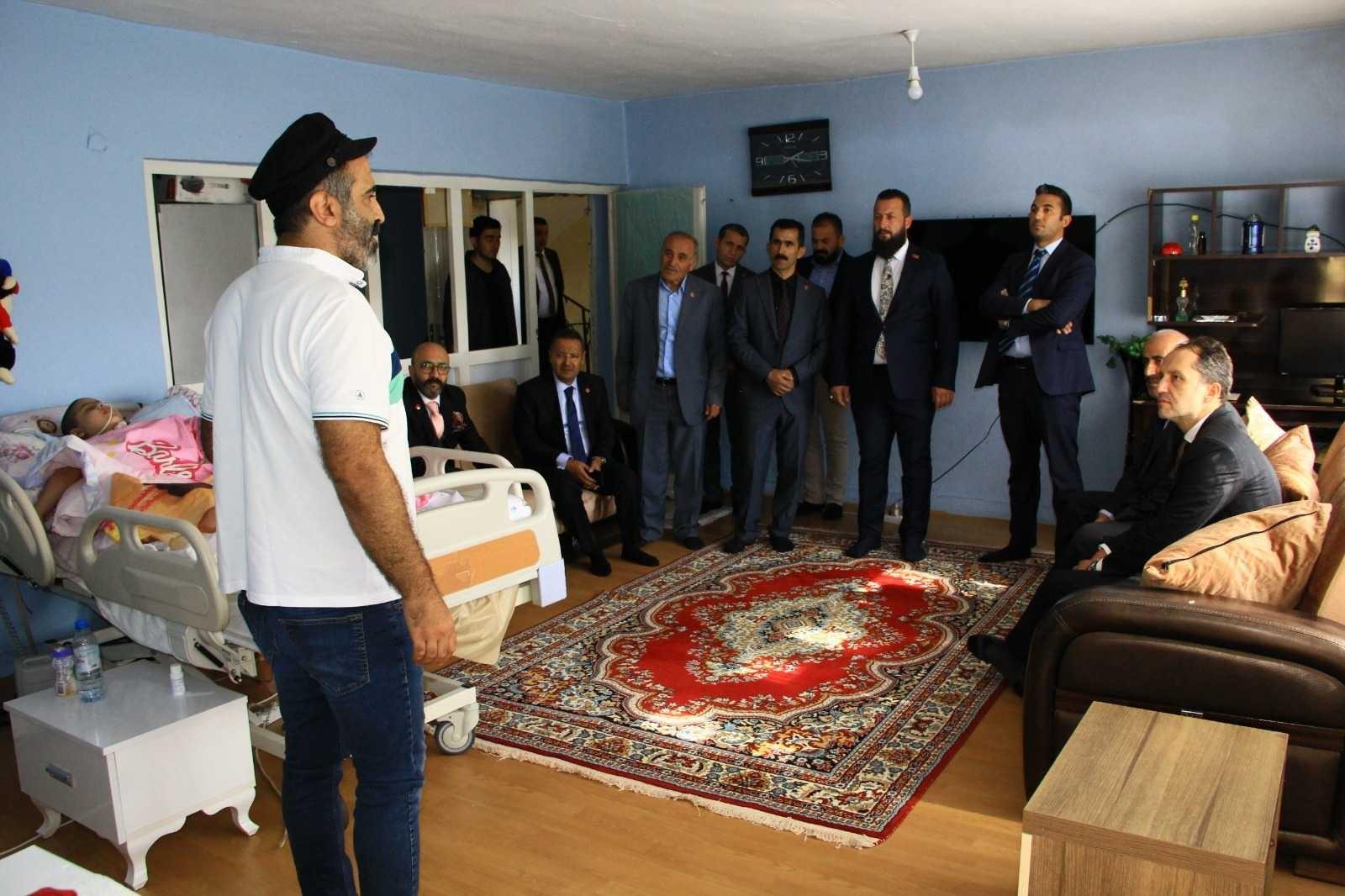 Erbakan'dan Mukaddes Akar'a ziyaret #hakkari