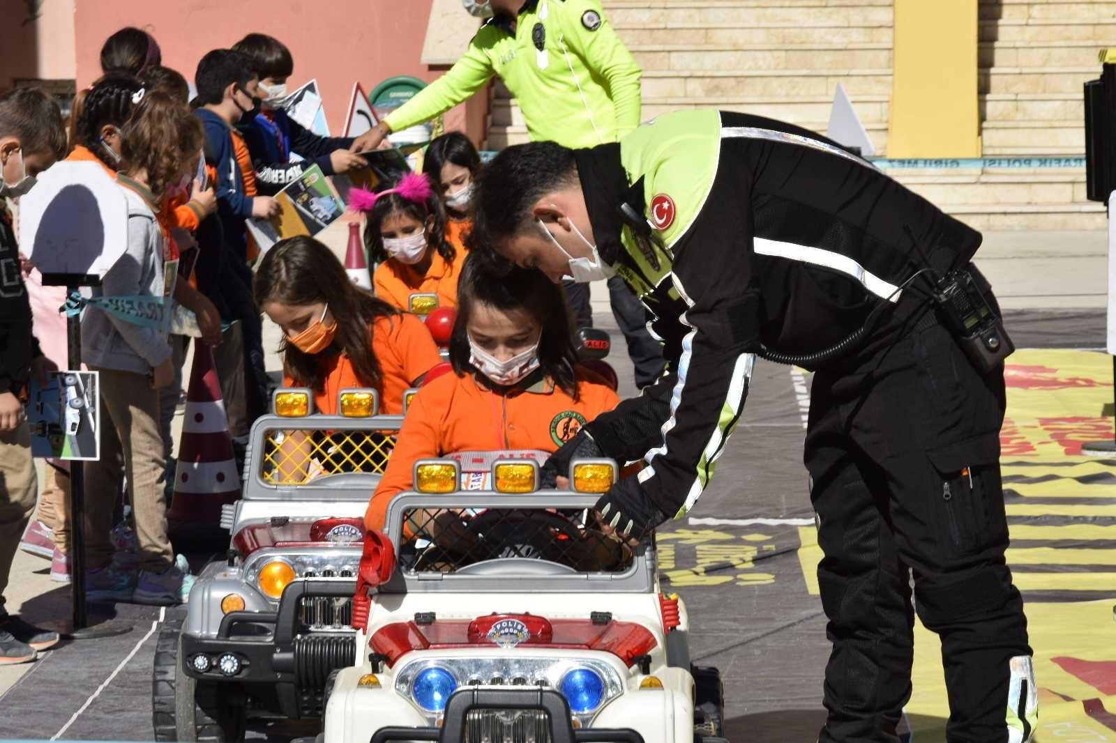 Mobil trafik eğitim tırı Burdur'da #burdur