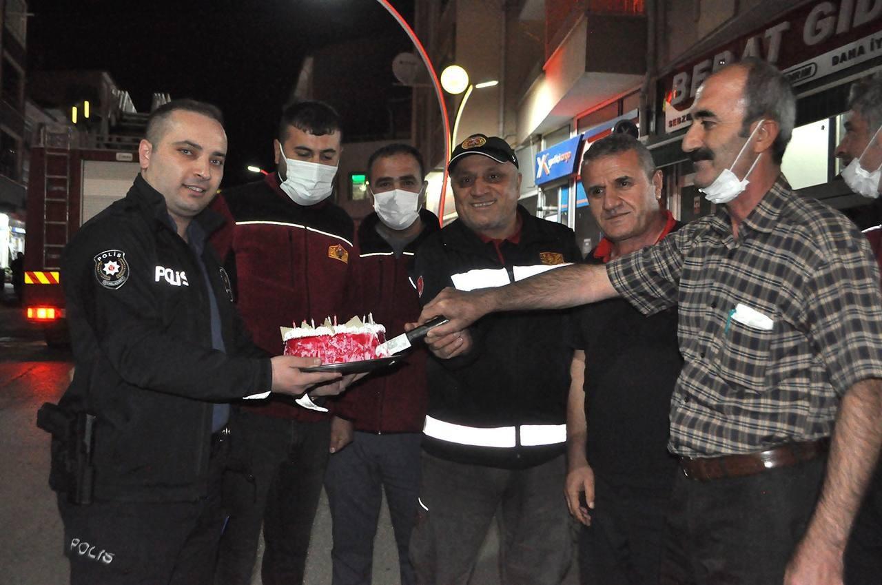 Yangın ihbarına giden itfaiyecilere polisten sürpriz #corum
