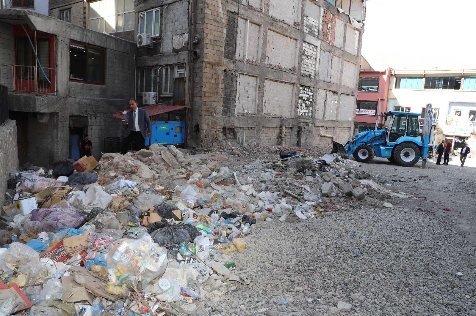 Zabıta ekibinden esnafa çöp uyarısı #hakkari
