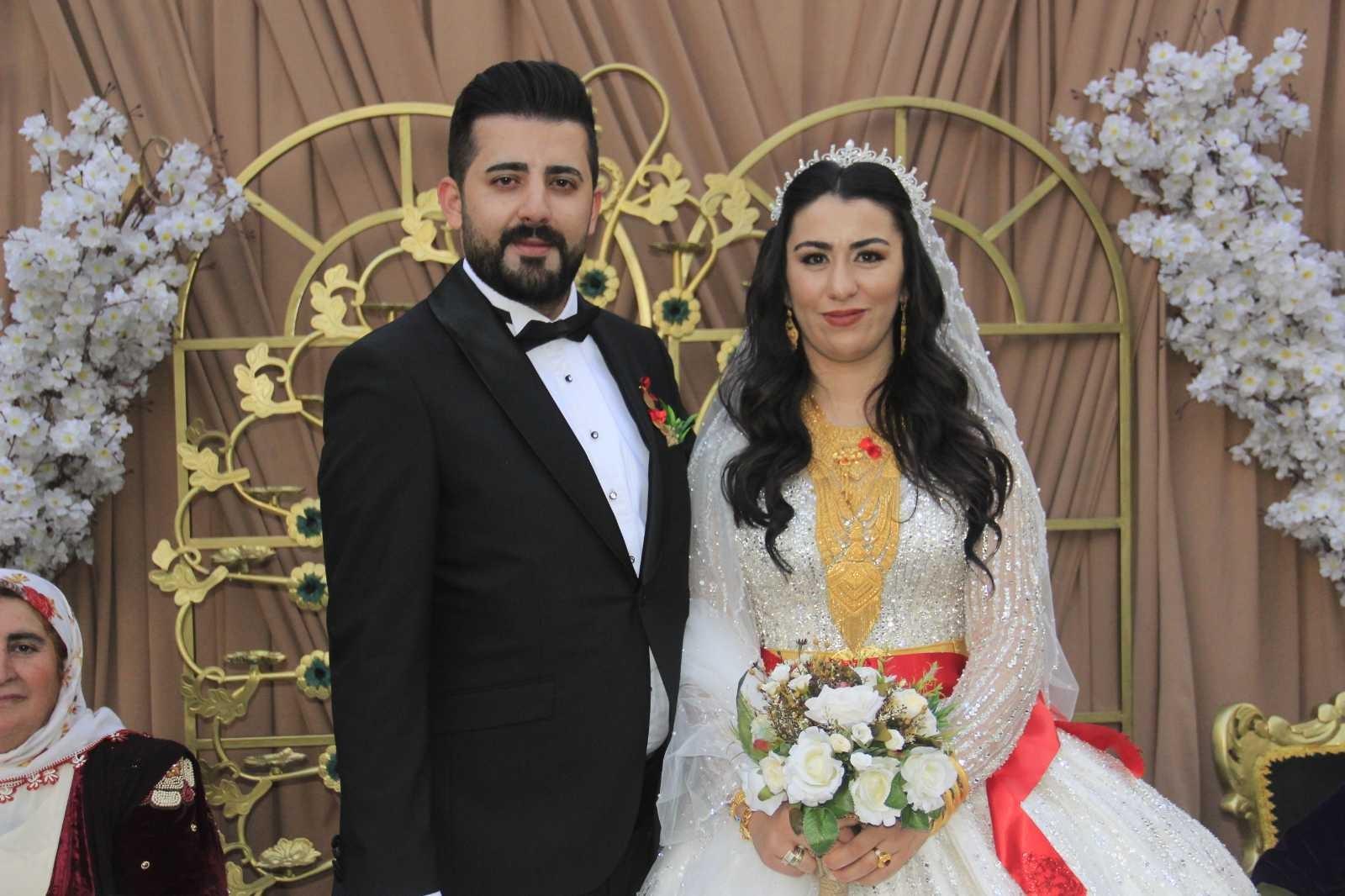 Hakkari'de şehit oğluna görkemli düğün #hakkari