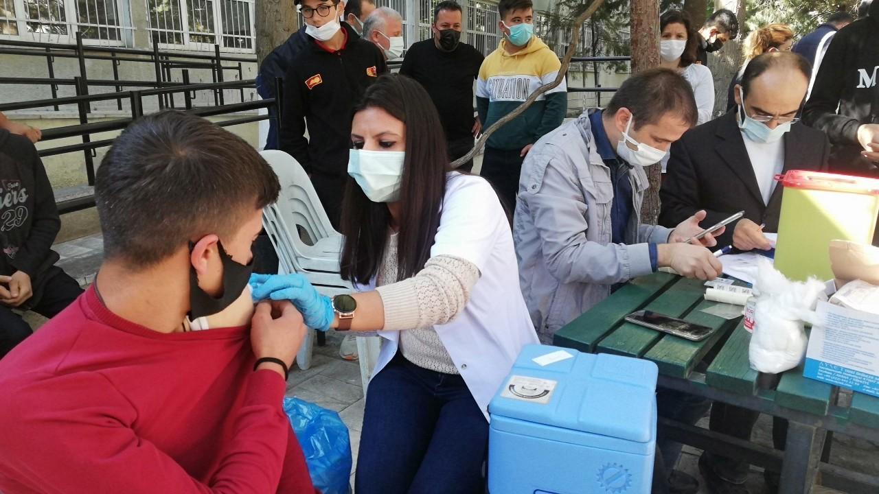Okul bahçesinde aşı seferlerliği #burdur