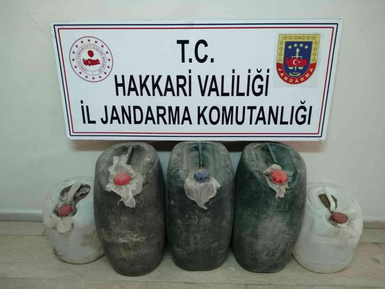 Yüksekova kırsalında 200 litre asit anhidrit maddesi ele geçirildi #hakkari