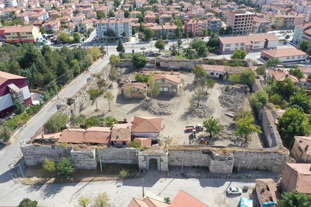 Yapı işgalinden kurtarılan tarihi kale turizme kazandırılıyor #corum