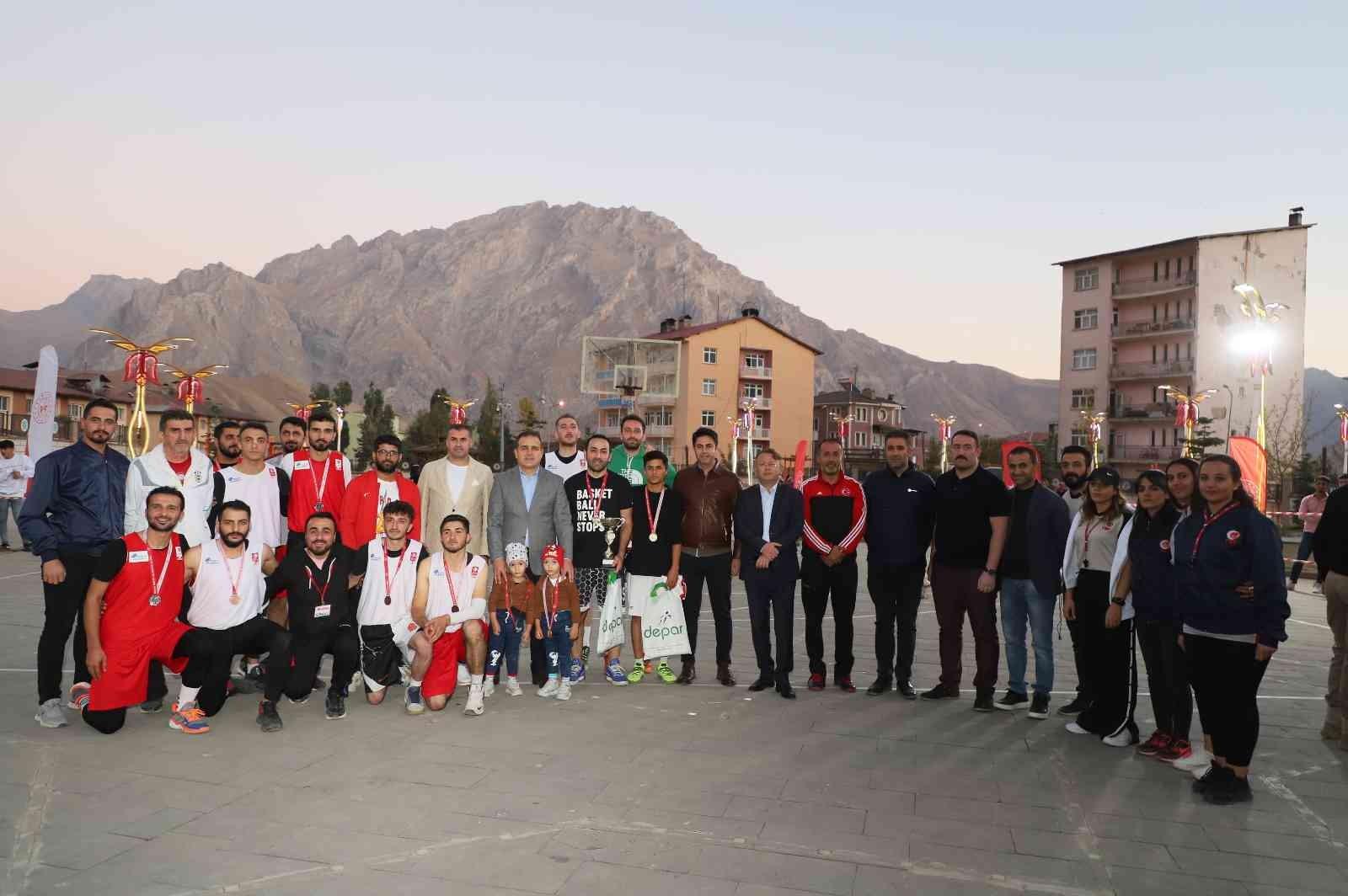 Hakkari'de ikinci spor şenlikleri sona erdi #hakkari