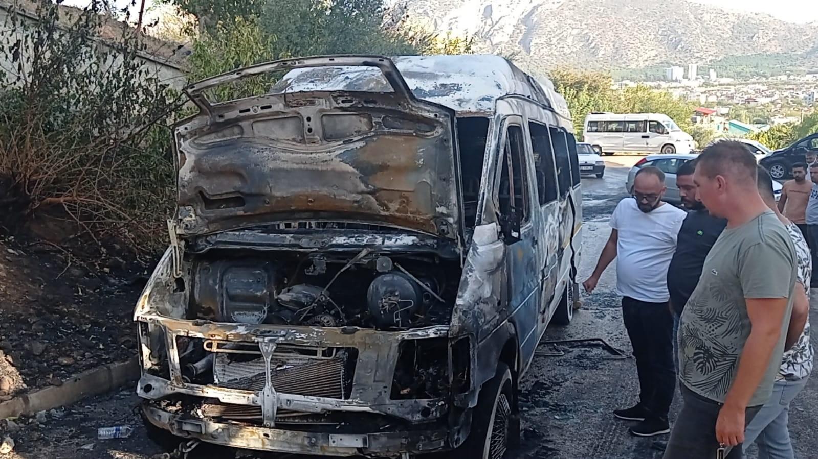 Servis şoförünün dikkati öğrencilerin hayatını kurtardı - Adana Haberleri