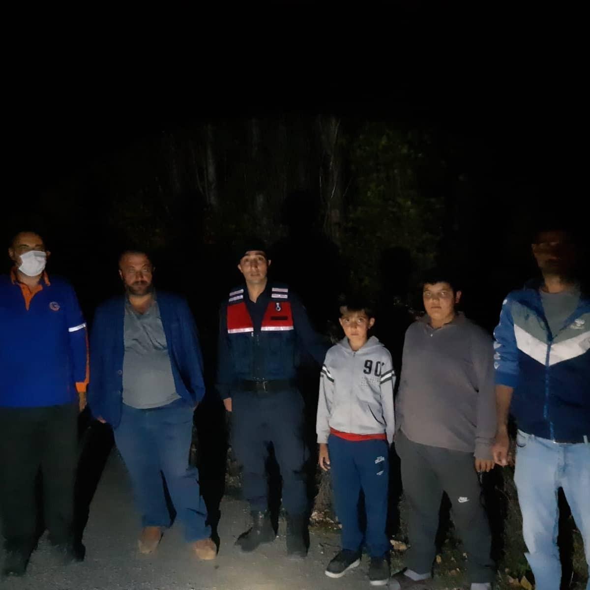 Çorum'da kaybolan 2 çocuğu jandarma ve AFAD ekipleri buldu #corum