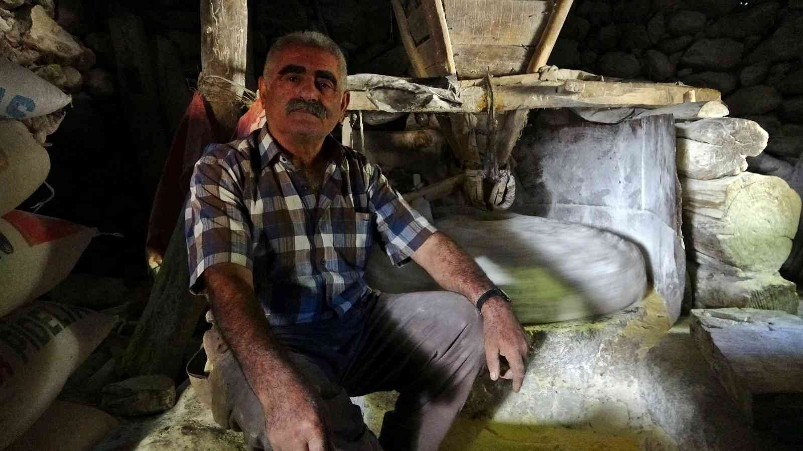300 yıllık su değirmeni teknolojiye rağmen dönüyor #hakkari