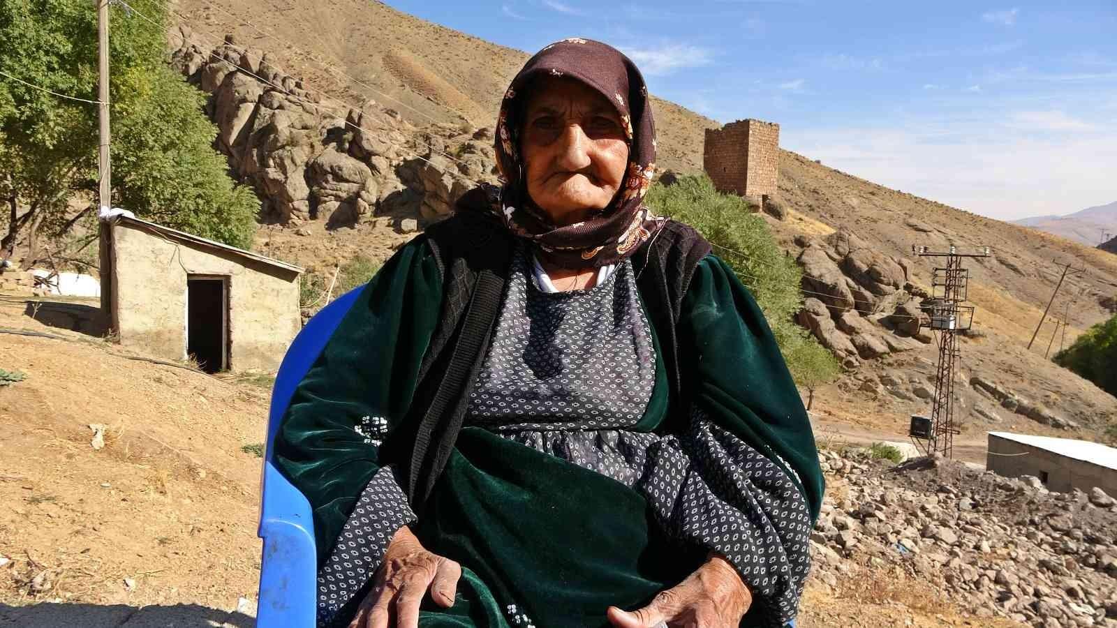 117 yaşındaki Muteber Nine korona virüsü yenmeyi başardı #hakkari