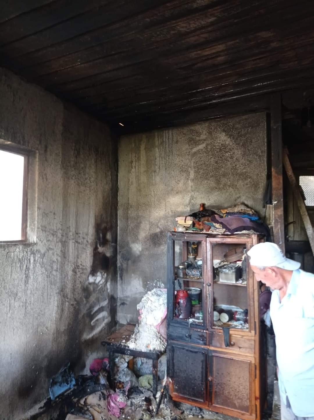 Evi yanan alheizmer hastası kadın ölümden döndü #corum