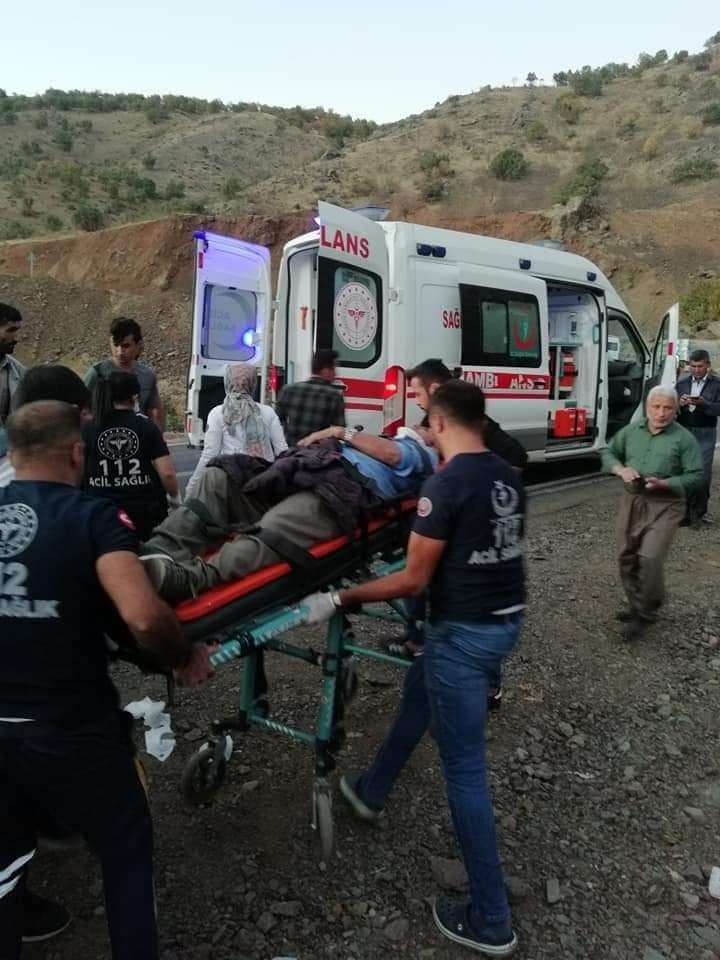 Derecik'te trafik kazası: 5 yaralı #hakkari