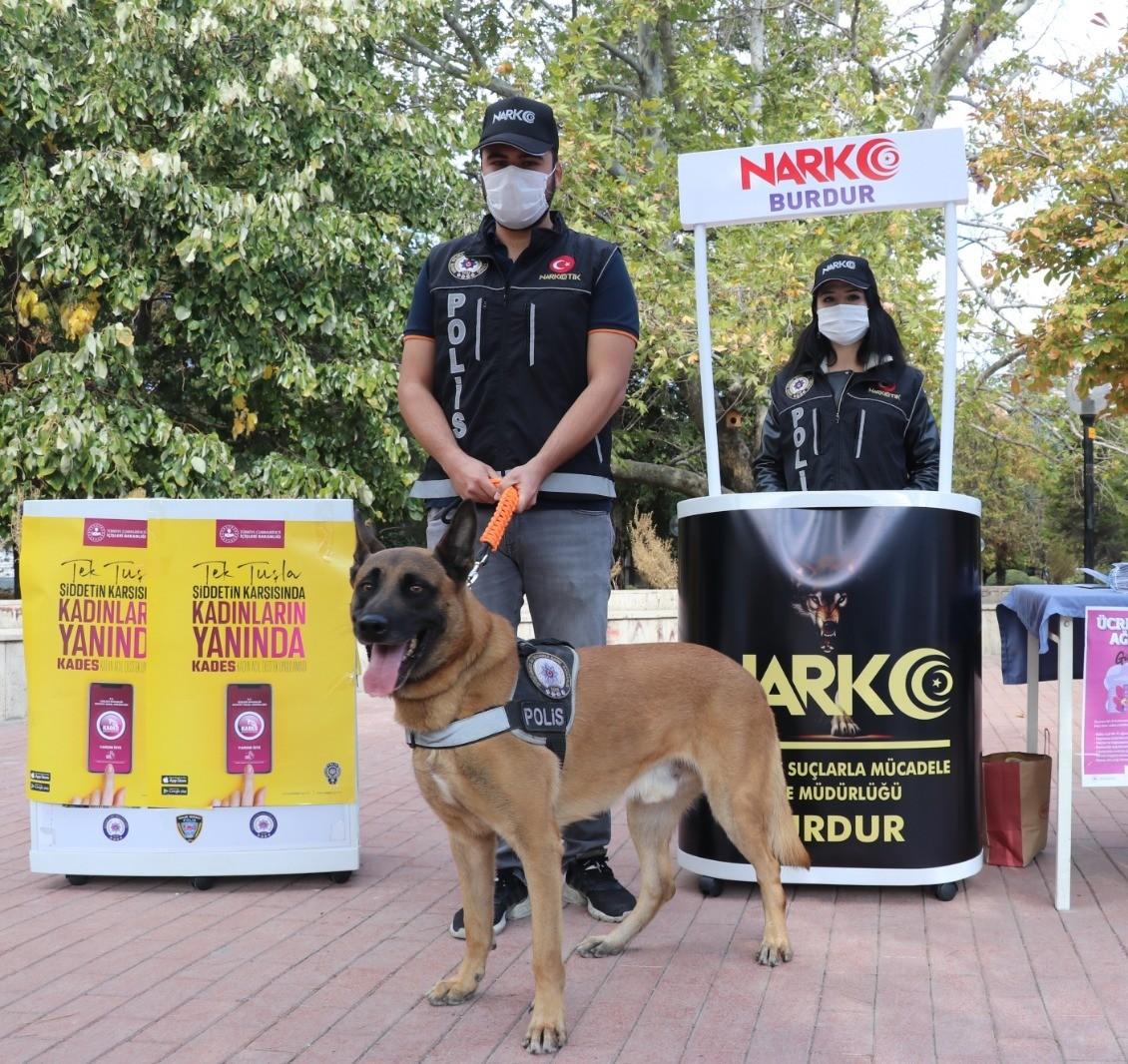 Burdur'da polis açtığı standla vatandaşı bilgilendirdi #burdur